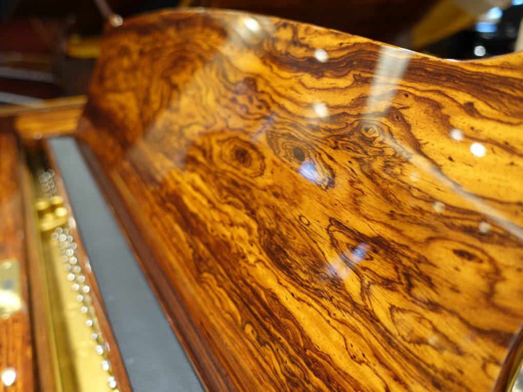 グレナディージョ譜面台の美しい杢