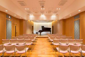スタインウェイ神戸のコンサートホールに設置されたD-274