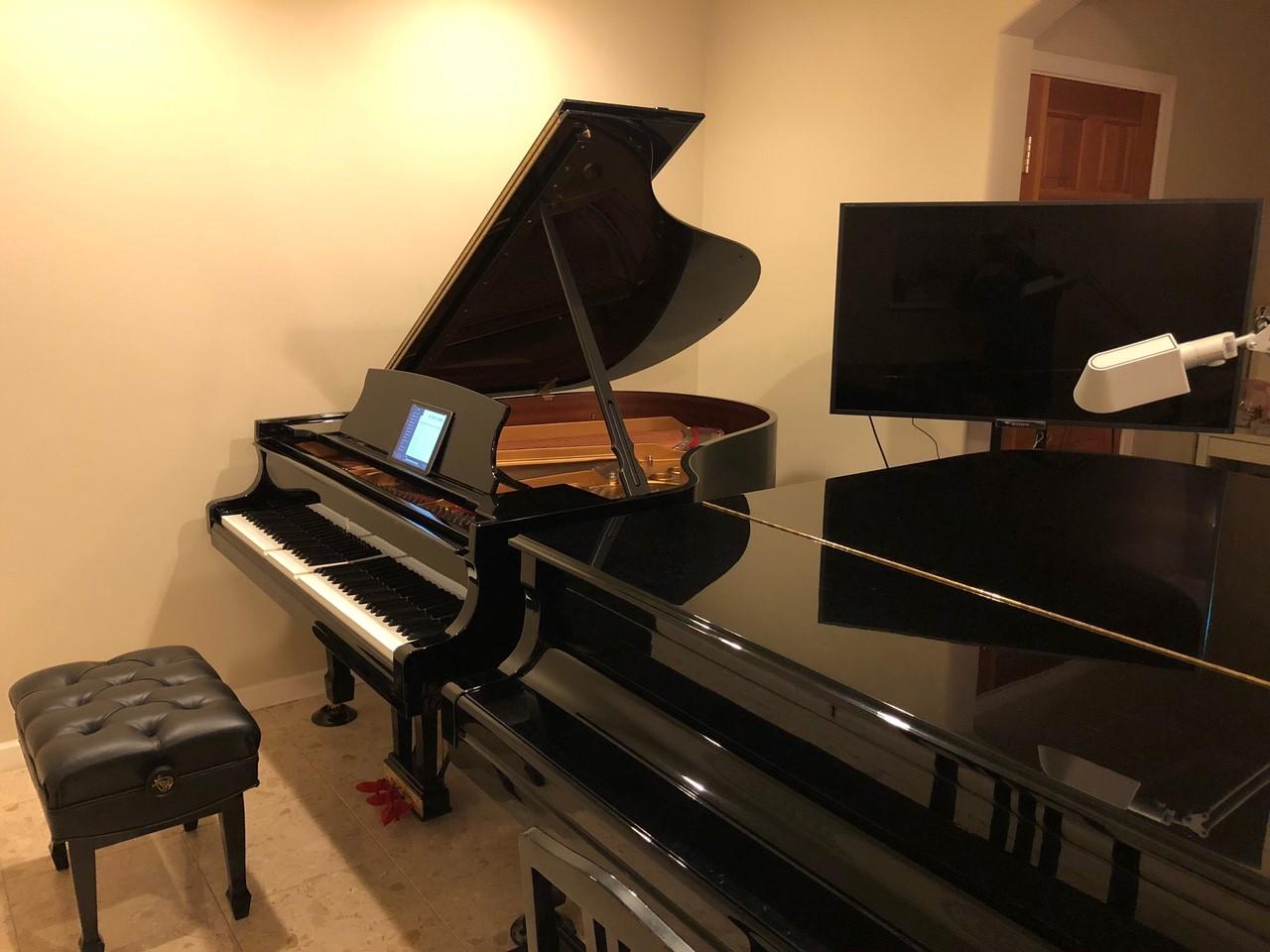 兵庫県在住のY様(ご愛用ピアノ Steinway SPIRIO model M-170)