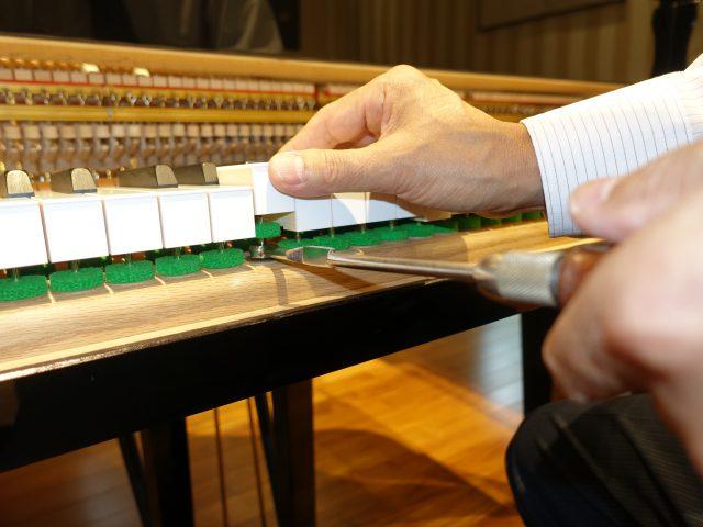 鍵盤の抵抗度合を調整